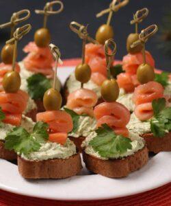 Ricetta Crostini Di Salmone Con Mousse Di Ricotta E Avocado