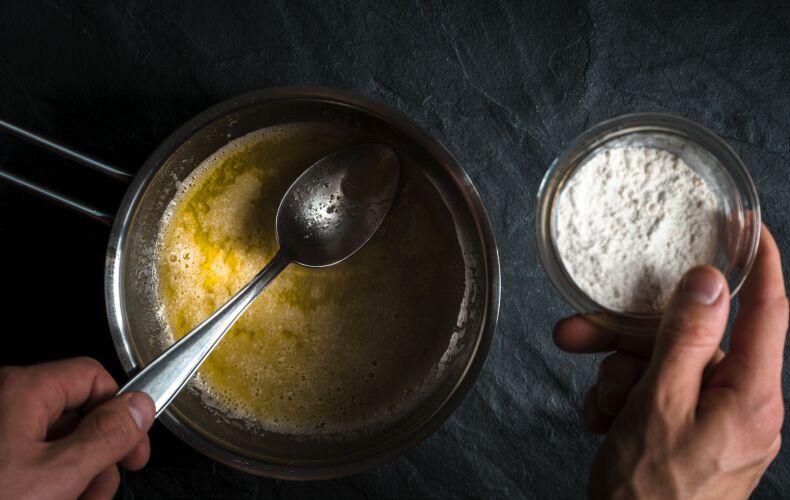 Preparazione Roux Sciogliere Burro