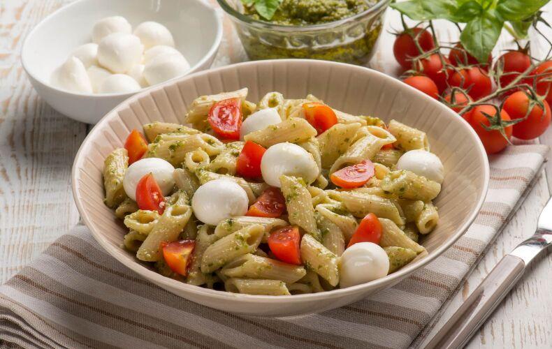 Ricetta Insalata Di Pasta Al Pesto Con Pomodorini E Mozzarella