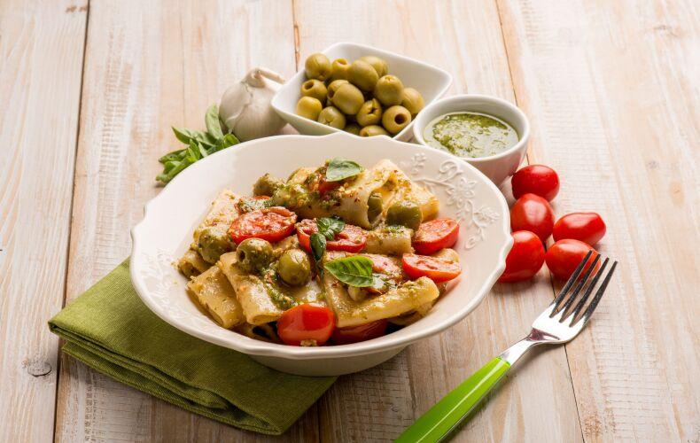 Ricetta Paccheri Al Pesto Di Olive E Pomodorini