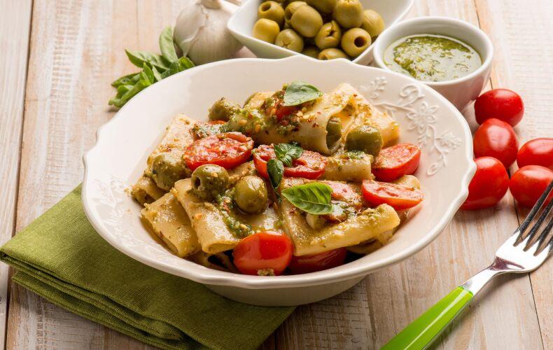 Ricetta Paccheri Pesto Di Olive E Pomodorini Copia