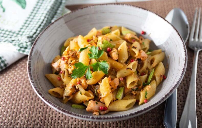 Ricetta Pasta Salmone E Zucchine