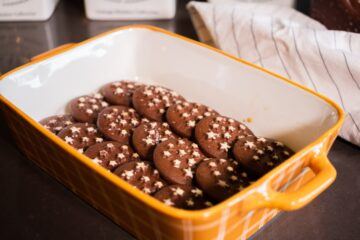 Ricetta Tiramisù Pan Di Stelle Biscotti Preparazione Inzuppati Nella Pirofila