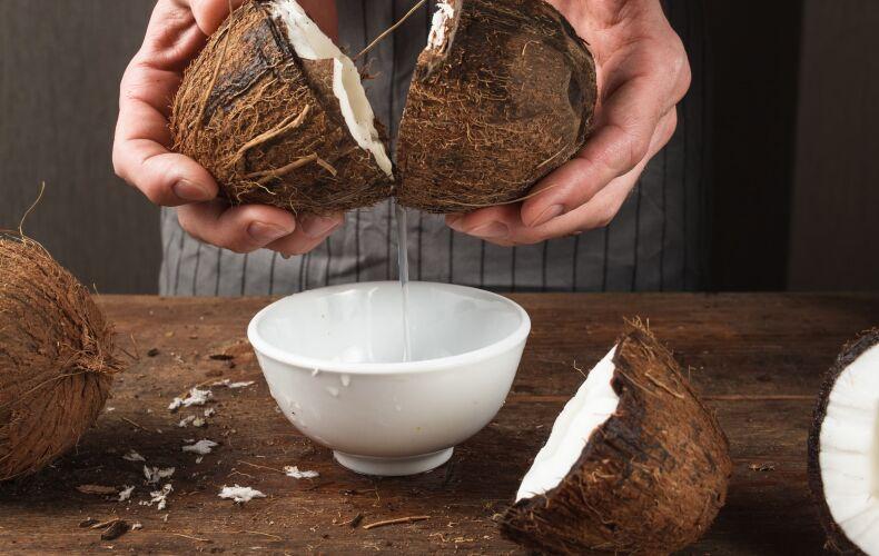 Apertura Cocco Estrazione Latte Di Cocco