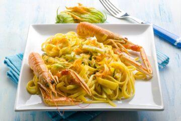 Ricetta Pasta Con Scampi Zucchine E Fiori Di Zucca