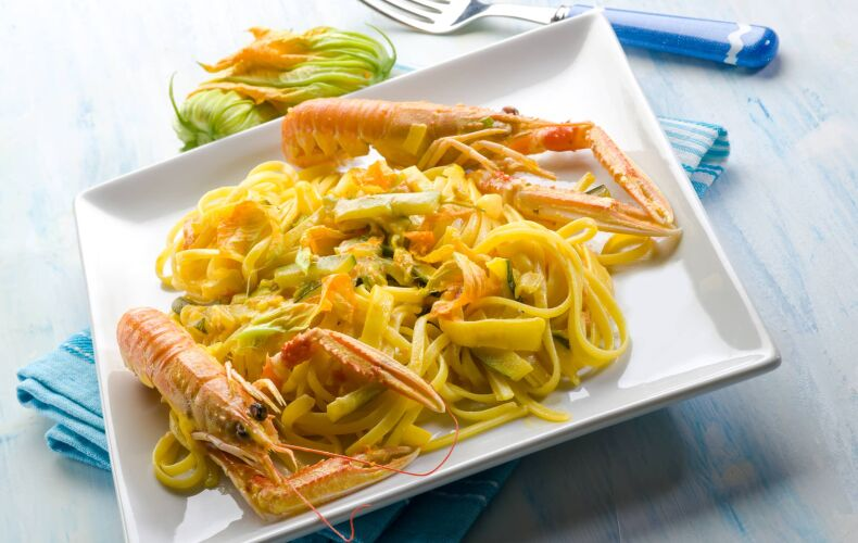 Ricetta Pasta Scampi Zucchine E Fiori Di Zucca