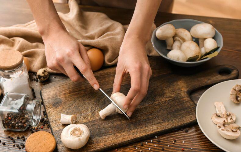 Tagliare Funghi Su Tagliare
