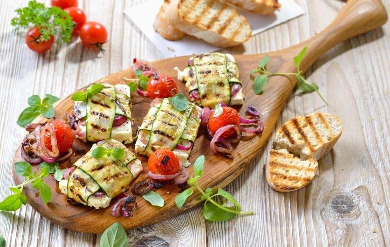 Ricetta Involtini Grigliati Mozzarella Zucchine Cipolla