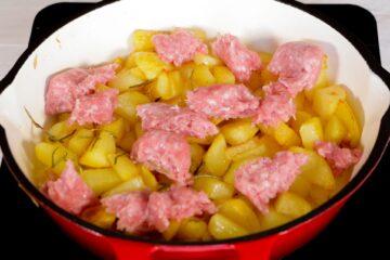 Ricetta Salsiccia E Patate Preparazione 11