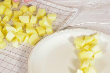 Ricetta Salsiccia E Patate Preparazione 4