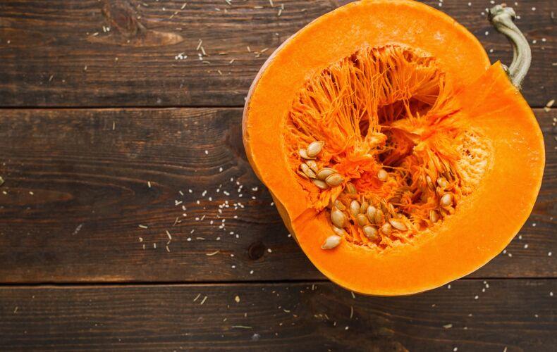 Zucca Aperta Su Tavolo