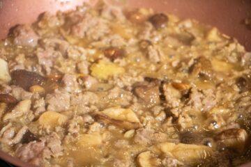 Ricetta Preparazione Pasta Salsiccia E Funghi 7