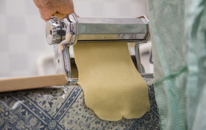 Sfoglia Per Lasagne Nella Macchina