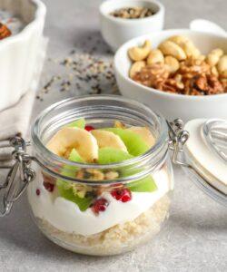 Ricetta Quinoa Con Crema Vegana Al Cocco E Frutta