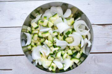 Ricetta Zucchine Cipolle Al Forno 1