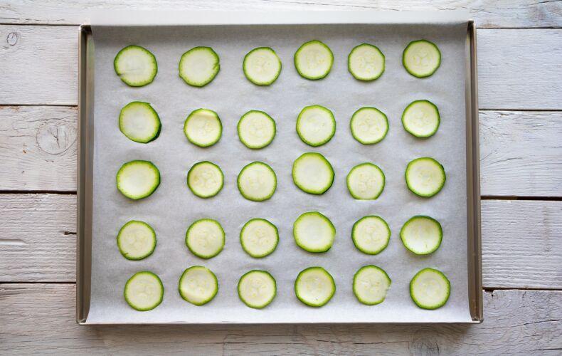 Ricetta Chips Di Zucchine Al Forno 1