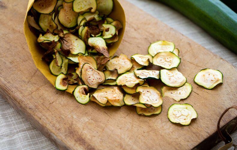 Ricetta Chips Di Zucchine Al Forno 4