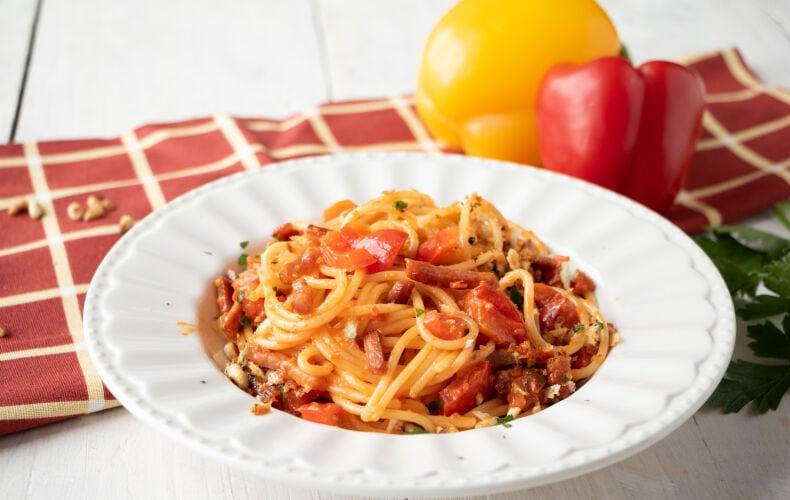 Ricetta Spaghetti Ammollicati Con Crema Di Peperoni E Speck 3