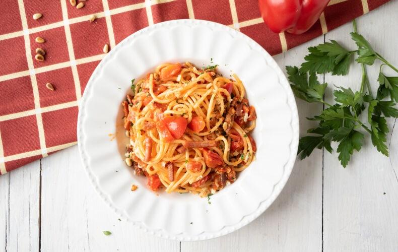 Ricetta Spaghetti Ammollicati Con Crema Di Peperoni E Speck