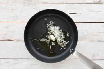 Ricetta Linguine Cremose Funghi E Pomodoro Preparazione 1