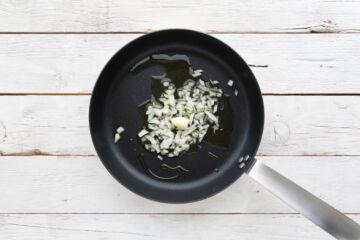 Ricetta Tagliatelle Funghi E Pomodoro Preparazione 1