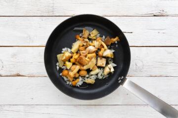 Ricetta Tagliatelle Funghi E Pomodoro Preparazione 2