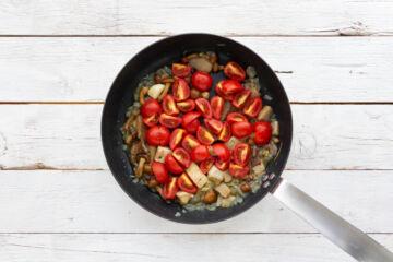 Ricetta Tagliatelle Funghi E Pomodoro Preparazione 3