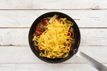 Ricetta Tagliatelle Funghi E Pomodoro Preparazione 4